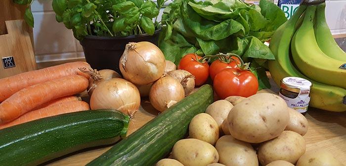Zwiebel, Zucchini, Gurke, Kartoffeln, Salat und Tomaten als Bio-Alternativen